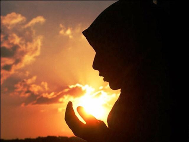 muslim-woman-praying.jpg